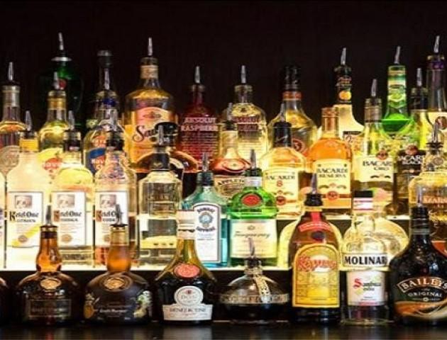 У Луцьку на ринку виявили незаконний елітний алкоголь
