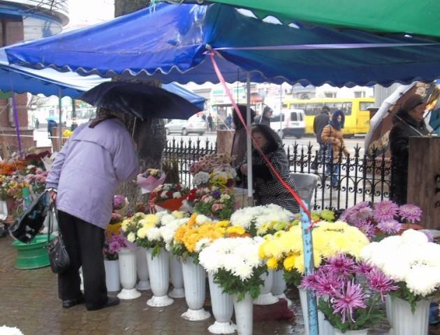 Продавцям квітів у Луцьку пропонують два місця для облаштування нового ринку