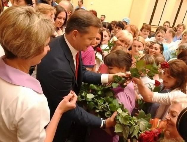 Усім троянди, або Один день із життя Олега Ляшка на Волині*. ФОТОРЕПОРТАЖ