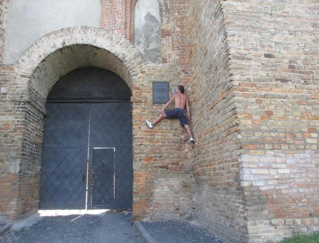 Луцький ектремал підкорив стіни Любарта