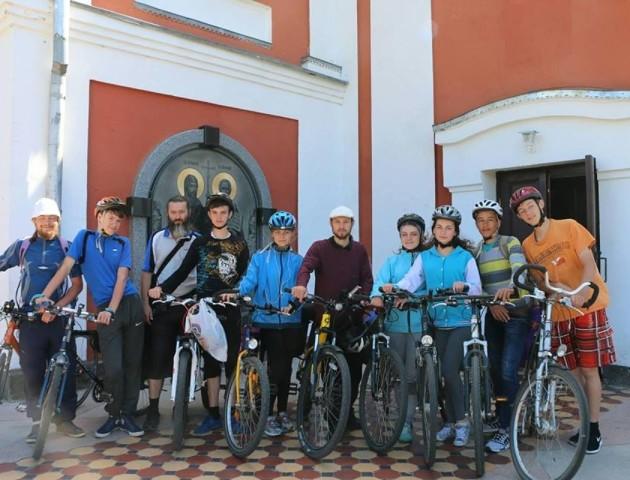 Волинські паломники їздили до Почаєва на велосипедах