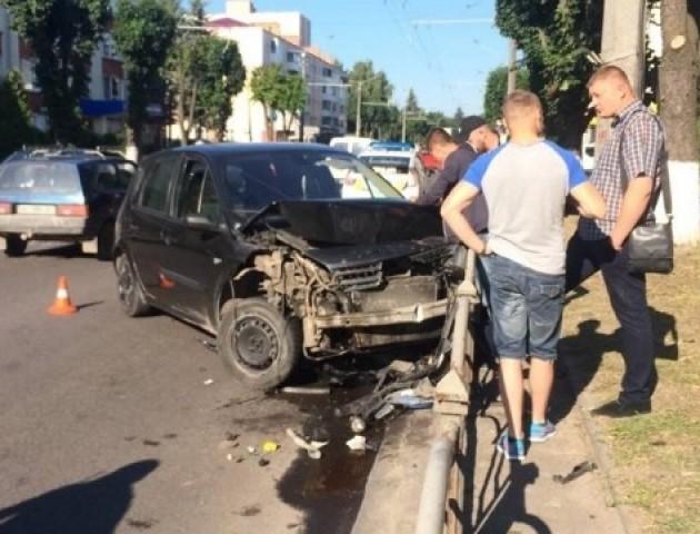 Страшна ДТП у Луцьку: п'яний водій протаранив машину і влетів у паркан
