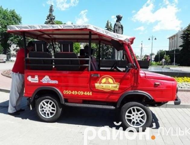 Туристична «фішка» Луцька: відвідувачів міста возить відреставрована «Волинянка»