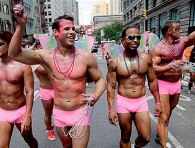 Лучанин вимагає заборонити проведення  гей-парадів