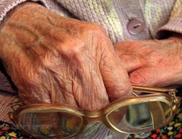 Луцькі патрульні врятували пенсіонерку