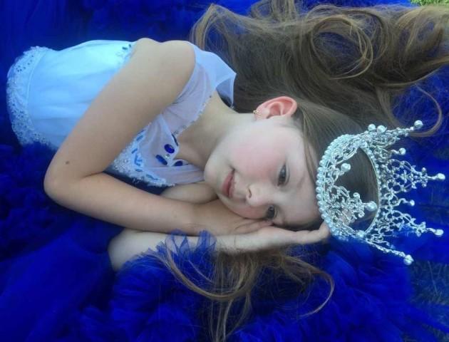 Маленька лучанка перемогла у престижному конкурсі краси в Греції