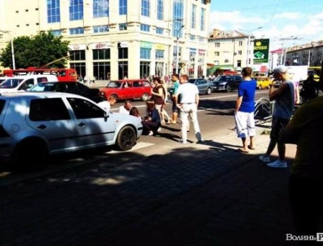 У центрі Луцька на переході збили дівчину