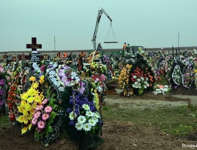 Землю для мертвих купуватимуть в живих: закінчується місце для поховань у Гаразджі