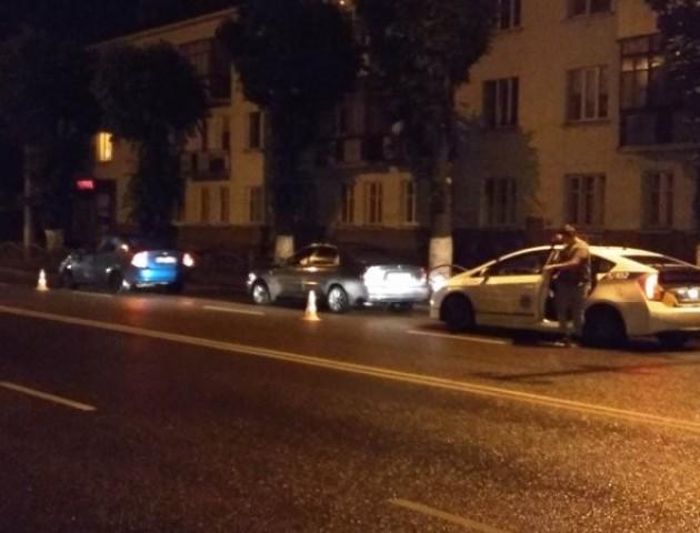 У Луцьку автівка стукнула таксі та втекла з місця події