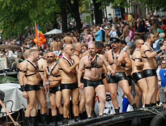 Лучанин просить дозволу на паради секс-меншин у місті