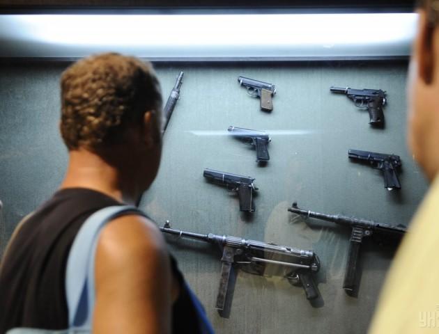 Більшість українців не хочуть легалізації зброї і заборони абортів - опитування