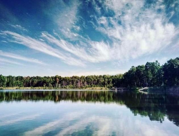 Показали неймовірні фото волинського озера