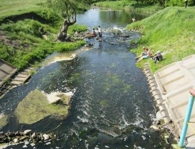 Лучанка скаржиться на жахливо забруднену Сапалаївку