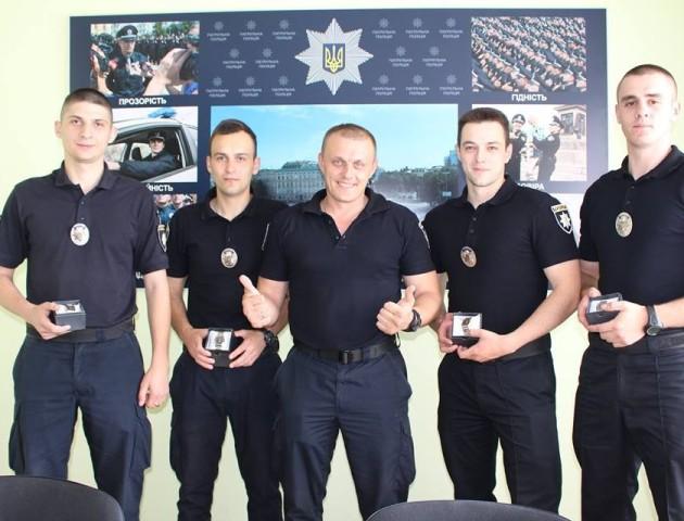 Нагородили поліцейських, які врятували хлопця, що хотів викинутися з вікна