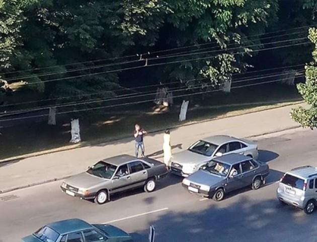 На Київському майдані - аварія за участю двох авто