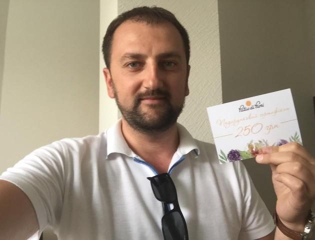 Екс-чиновники влаштували флешмоб на підтримку спаленого Patio di Fiori
