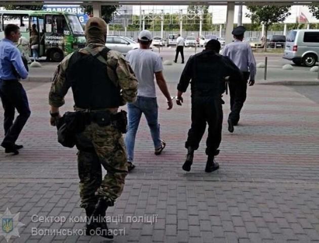 Волинські правоохоронці затримали 31-річного зловмисника, котрий вербував жінок у сексуальне рабство
