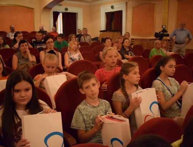 У Луцьку відбулась благодійна акція «Скоро до школи». Фоторепортаж