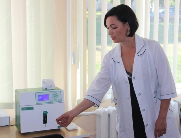 Завдяки клієнтам ПриватБанку у Нововолинській лікарні з'явилося нове обладнання