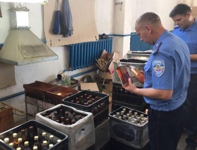 Фіскали обшукують спиртзавод на Волині (фото)