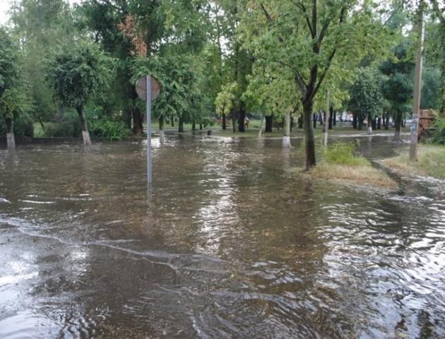 Опублікували фото та нове відео потопу в Ковелі