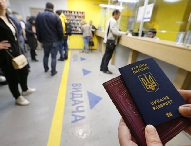 Два місяці безвізу: з якими труднощами зіткнулися українці і як їх уникнути