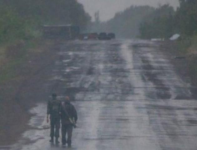 Луцький атовець і депутат Олександр Кравченко показав дорогу в зоні АТО. ВІДЕО