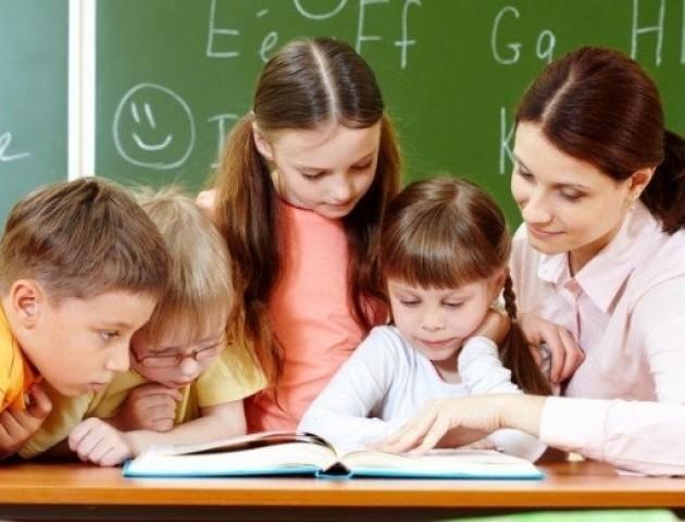 З першого вересня педагоги отримуватимуть більше