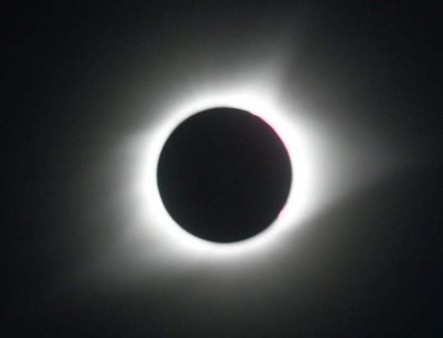 Захоплюючі кадри найдовшого сонячного затемнення в історії