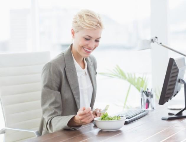5 причин, чому люди гладшають на роботі