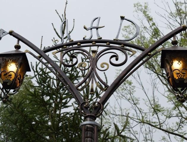 У Луцьку засяяла алея оригінальних ліхтарів