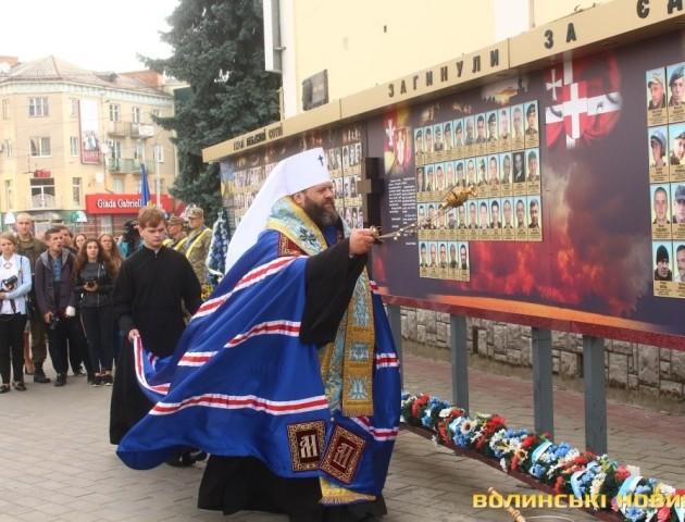 У Луцьку вшанували пам'ять Героїв, які поклали життя за єдину Україну. ФОТО