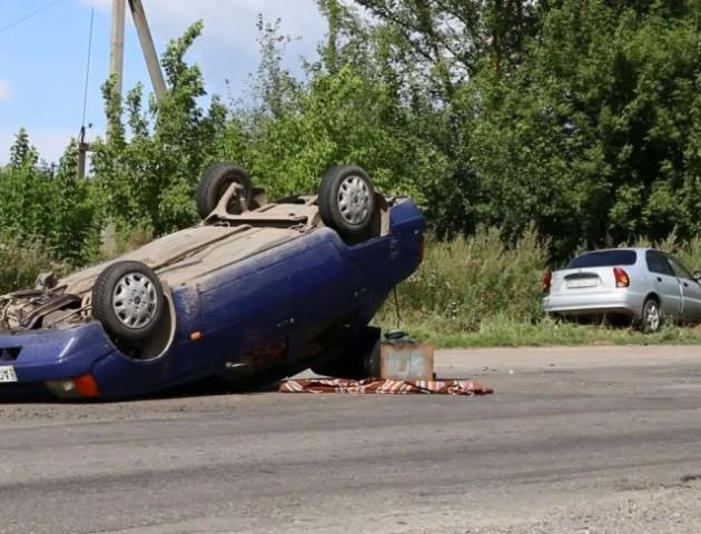 ДТП на Волині: одне авто перевернулось, інше - в кюветі