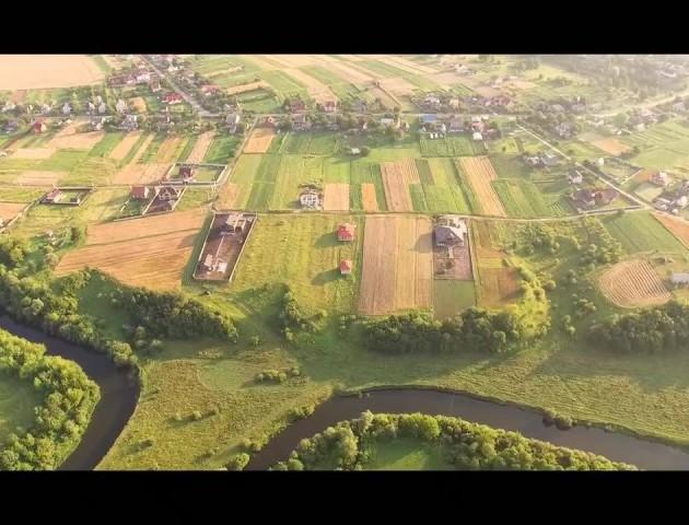 Показали мальовниче село Волині з висоти пташиного польоту