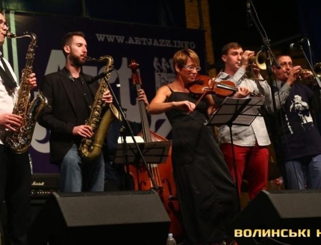 Перший день «Art Jazz Cooperation»: кантрі, регі та «сімейний» джазовий джем-сейшн