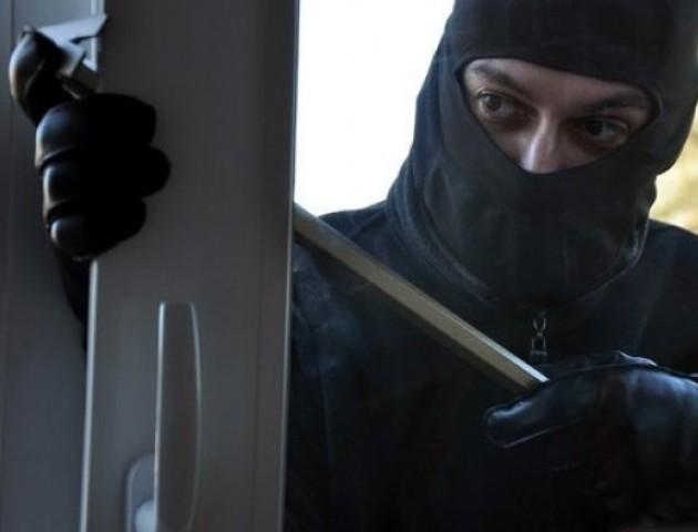 У Шацьку посеред дня викрали з будинку сейф з грошима та зброєю