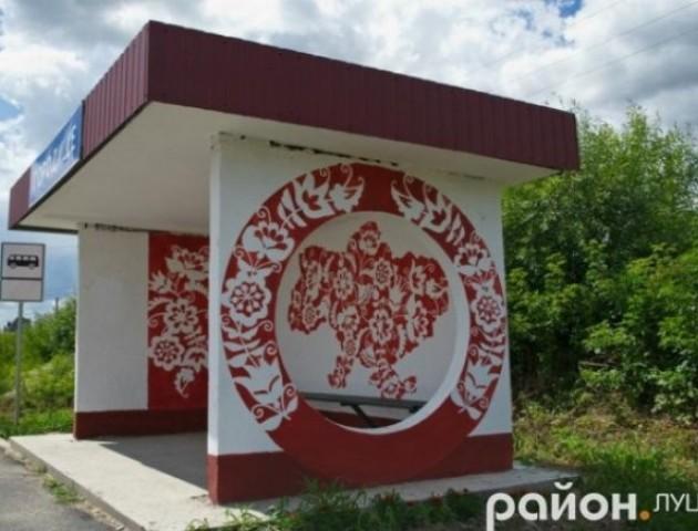 Квіти, вірші та козаки: художнє мистецтво на зупинках Волині