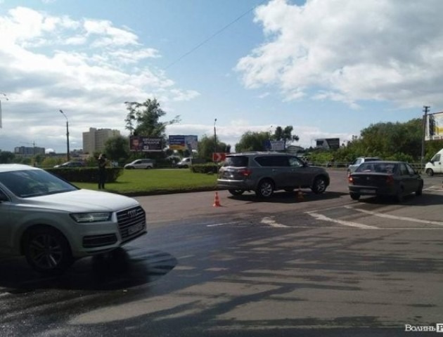 ДТП у Луцьку: на кільці на Набережній зіткнулися автівки