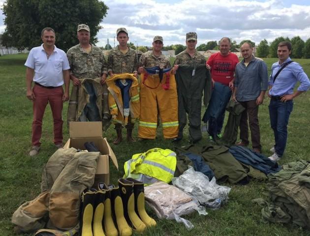 Канадські волонтери передали волинським військовим пожежні обладунки