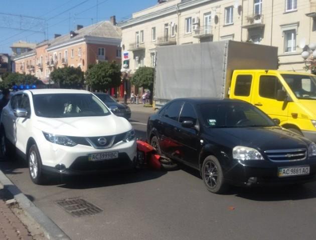 Аварія на головному проспекті Луцька. ФОТО