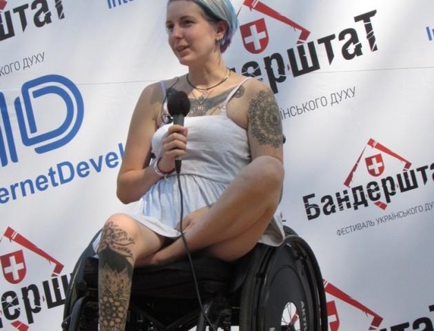 Українська влада боїться впасти з крісла, - госпітальєрка Яна Зінкевич