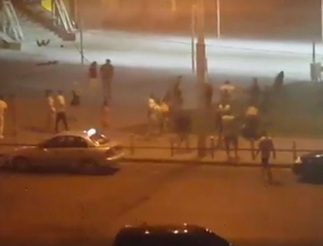 У Луцьку біля клубу Версаль билися «банда» на «банду»