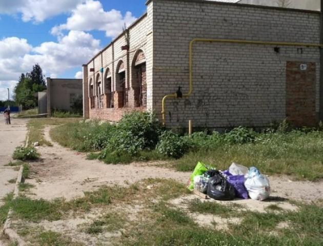 У Ковелі сміття «складають» посеред вулиць