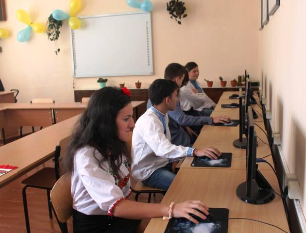 Сучасні комп'ютерні класи відкрили у школах на Іваничівщині