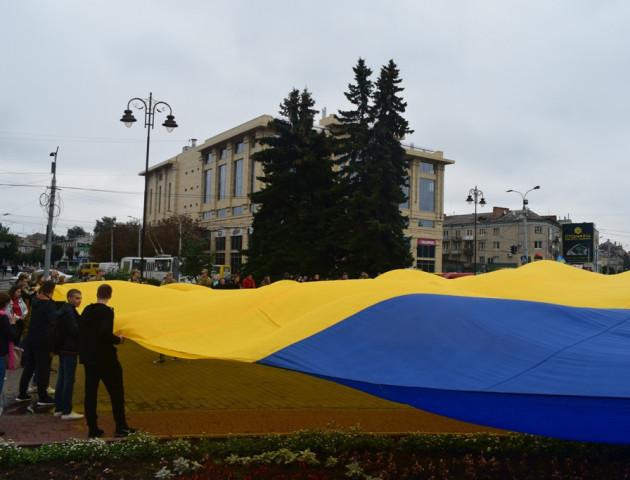 У Луцьку розгорнули найбільший прапор України
