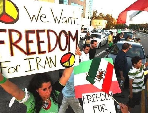 В Ірані внаслідок масових антиурядових протестів загинули двоє людей. ВІДЕО