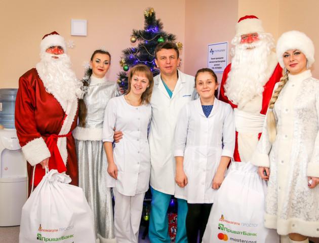 Клiєнти ПриватБанку 1 сiчня влаштували свято і привiтали маленьких пацiєнтiв лікарень