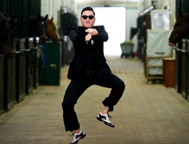 Як волинські школярі станцювали новорічний Gangnam Style. ВІДЕО