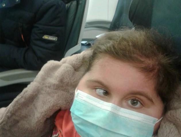 Настуся Абрамчук з Ковеля полетіла до Стамбулу на операцію. ФОТО