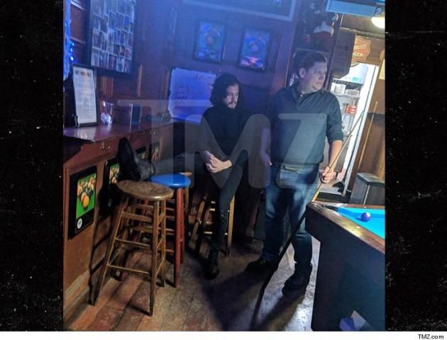 Джон Сноу  влаштував дебош у барі Нью-Йорка